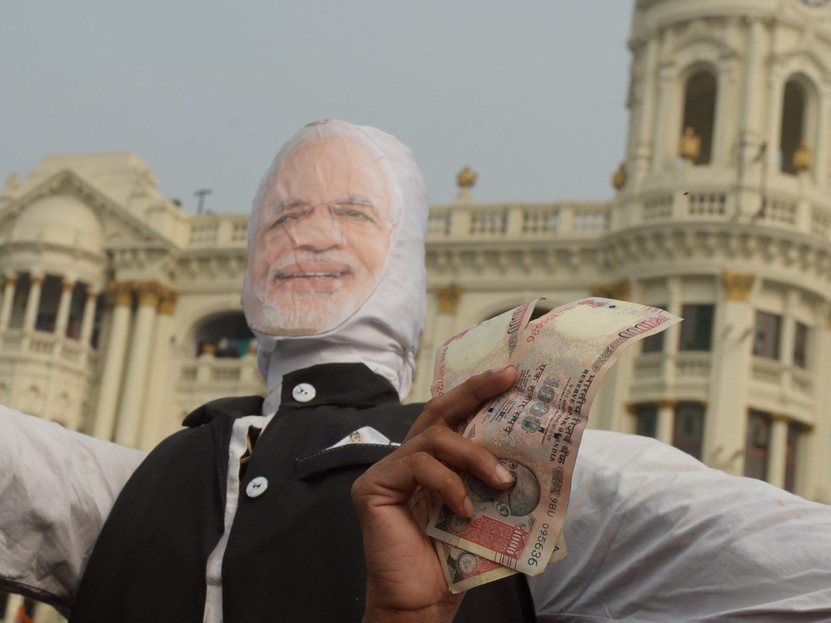 Protesters in Kolkata make their views about India's demonetization known. Photo: AFP / Dibyangshu SARKAR