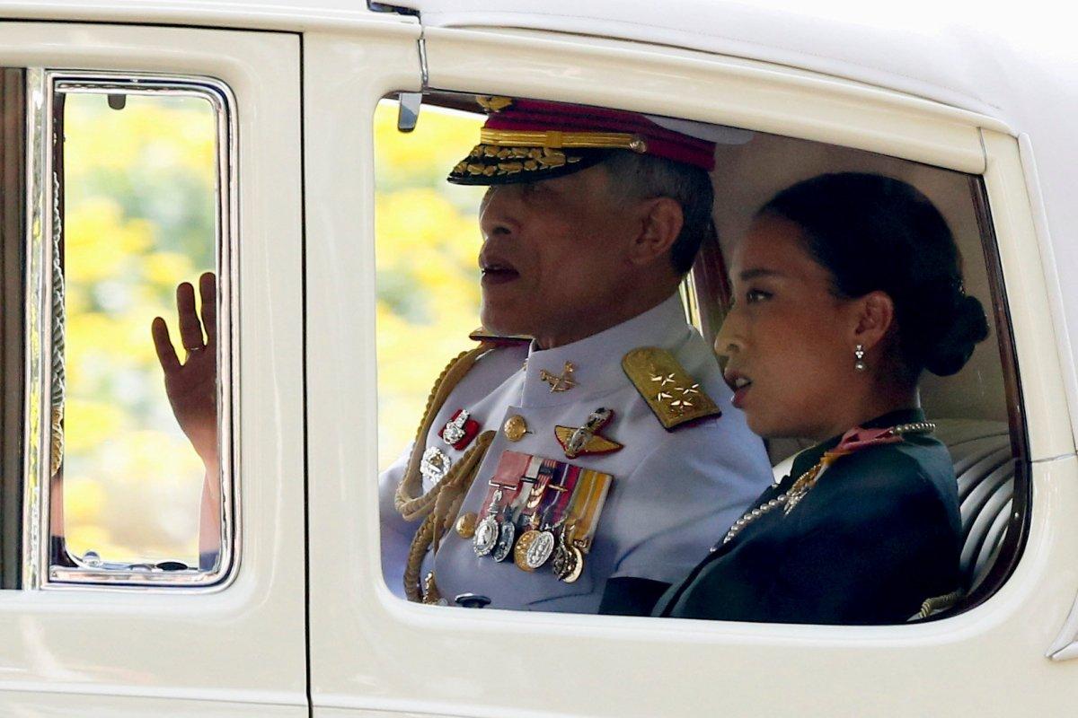 Thailand's new King Maha Vajiralongkorn Bodindradebayavarangkun is seen on his way out from the Grand Palace in Bangkok, Thailand, December 2, 2016.  Photo: Reuters/Jorge Silva