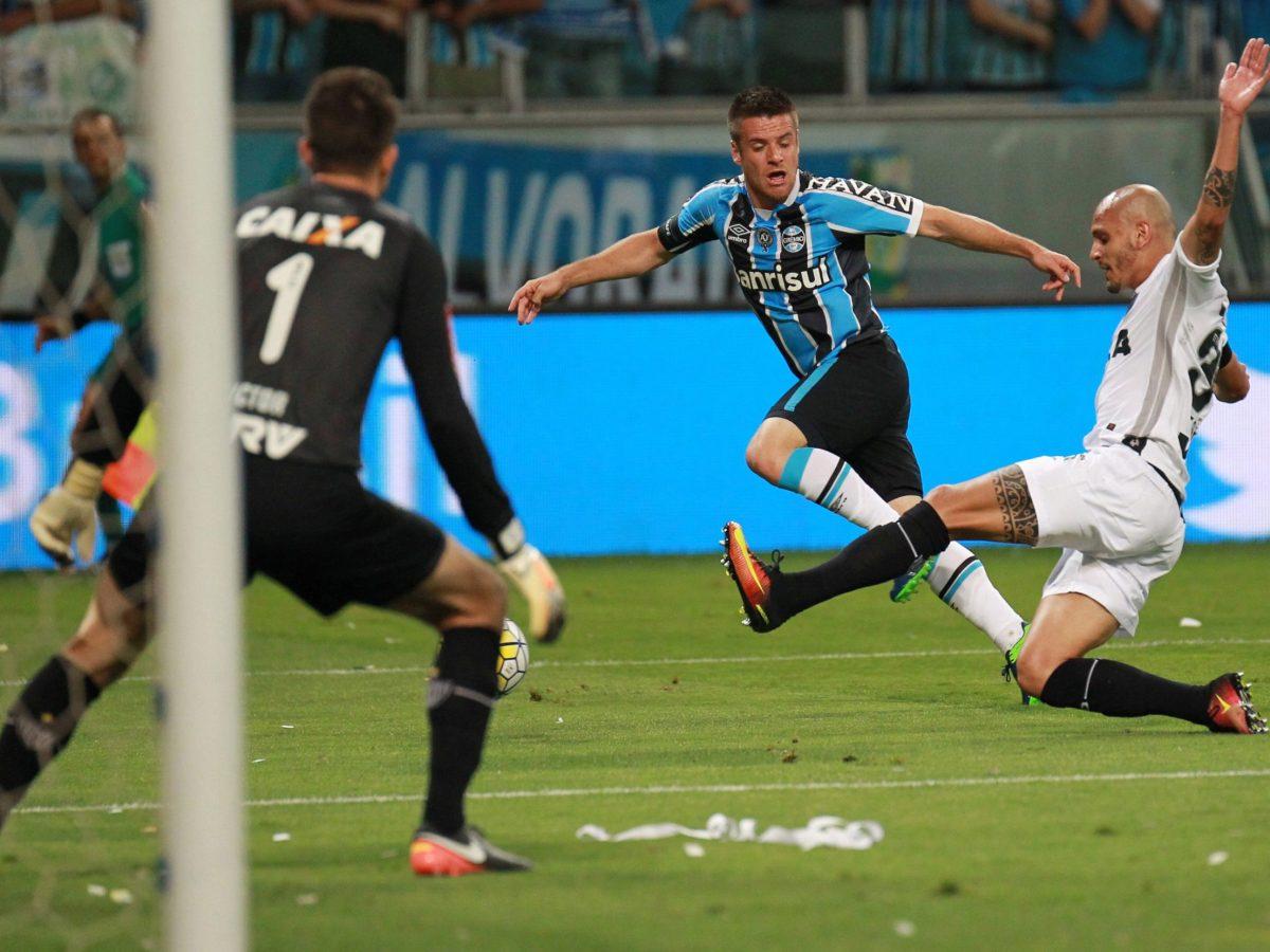 Videoball (Reuters/Diego Vara)