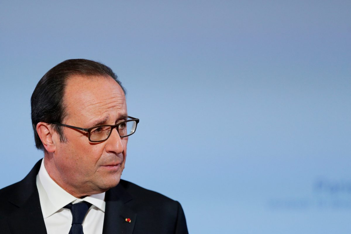 French President Francois Hollande delivers a speech about digital education at the Elysee Palace in Paris, France in Paris, France, December 16, 2016. REUTERS/Benoit Tessier