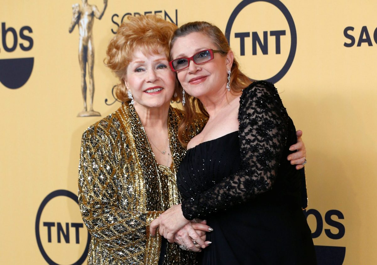 Actress Debbie Reynolds poses with her daughter Carrie Fisher after accepting her Lifetime Achievement award at the 21st annual Screen Actors Guild Awards in Los Angeles, California January 25, 2015. Photo: Reuters/Mike Blake