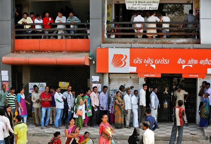 People queue to withdraw at a bank on the outskirts of Ahmedabad. Photo: Reuters/Amit Dave
