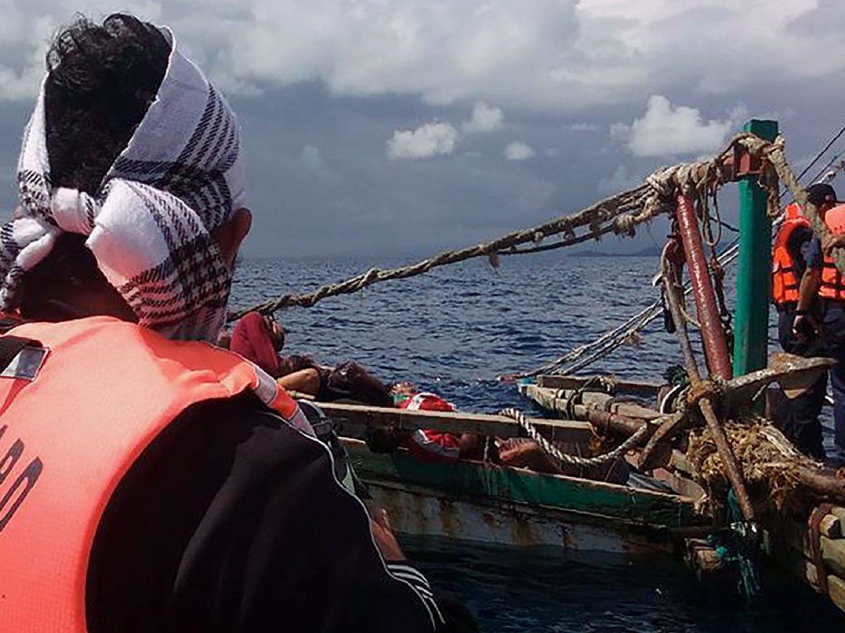 This undated photo received on January 10, 2017 shows Philippine coast guard personnel inspecting a fishing boat of which its crew (C, background) were allegedly killed by pirates off the coast of Laud Siromon in Zamboanga, the southern Philippine island of Mindanao.  Eight local fishermen were found shot to death on their boat in waters off the southern Philippines that have been troubled by piracy, the military said January 10. The number of maritime kidnappings hit a ten-year high in 2016, with waters off the southern Philippines becoming increasingly dangerous, the International Maritime Bureau said on January 10. Photo: AFP