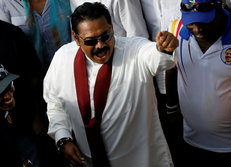 Sri Lanka's former President Mahinda Rajapaksa waves at his supporters at the end of the five-day protest march from Kandy about 116 km to Colombo, in Sri Lanka, August 1, 2016. Photo: Dinuka Liyanawatte/Reuters