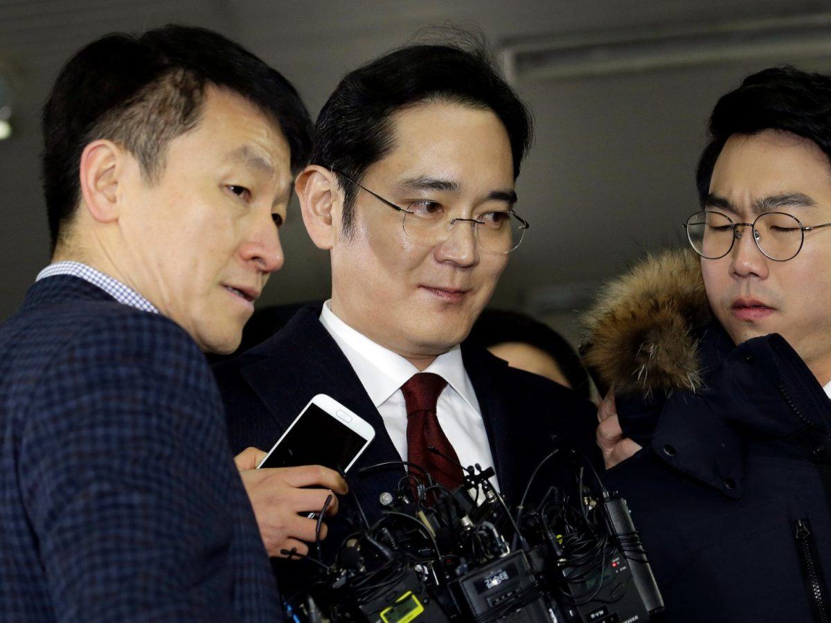 Lee Jae-yong, center, vice-chairman of Samsung Electronics, leaves after questioning. Photo: Reuters/Ahn Young-joon/Pool