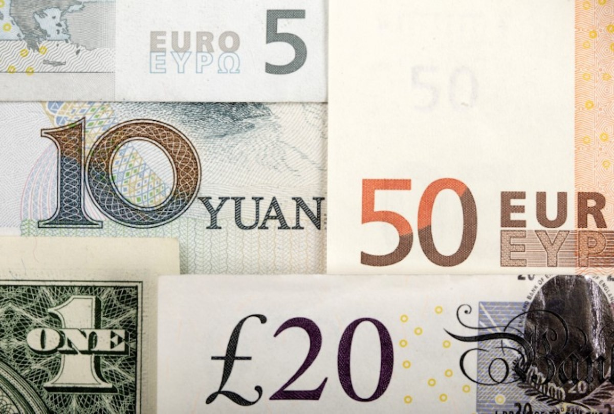 FILE PHOTO: Arrangement of various world currencies including Chinese Yuan, US Dollar, Euro, British Pound, shot January 25, 2011.  Reuters/Kacper Pempel