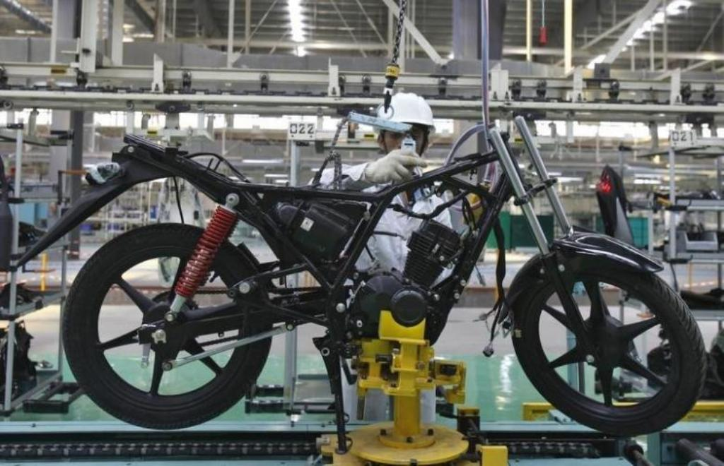 An assembly line at the Honda Motorcycle and Scooter India plant in Tapukara, Rajasthan. Photo: Reuters/Adnan Abidi