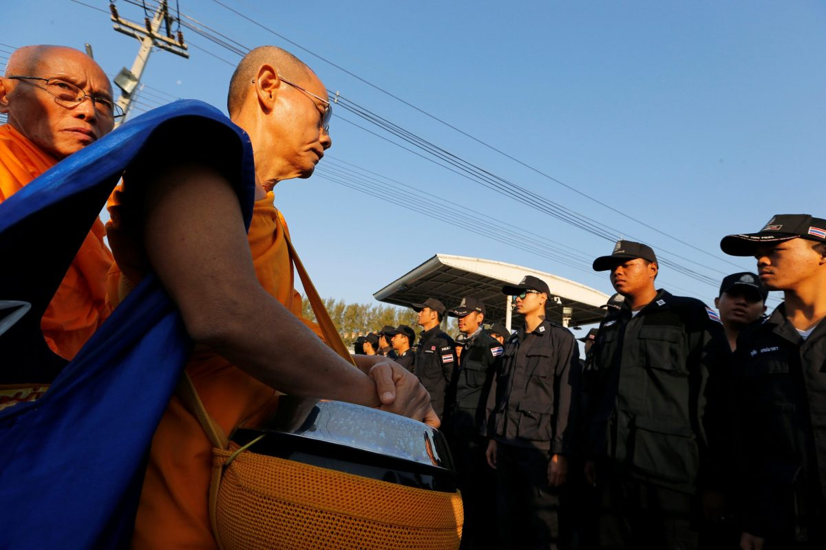 Thai police block Buddhist monks at the gate of Dhammakaya temple. Photo: Reuters