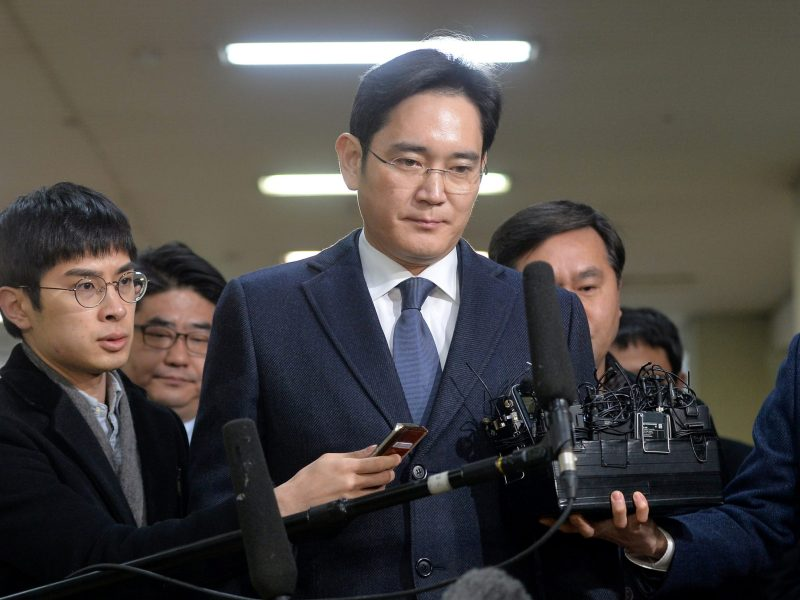 Samsung Group chief, Jay Y. Lee, arrives at the office of the independent counsel in Seoul, South Korea, February 16, 2017. Koo Yoon-sung/News1 via REUTERS