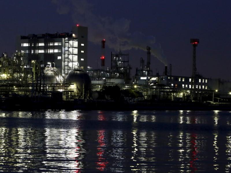 Factories at the Keihin industrial zone in Kawasaki, Japan, March 28, 2016. Reuters/Yuya Shino
