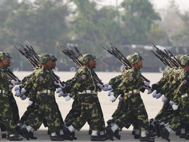 Soldiers march during a parade to mark the 69th anniversary of Armed Forces Day in Myanmar's capital Naypyitaw.  Photo: Reuters / Soe Zeya Tun