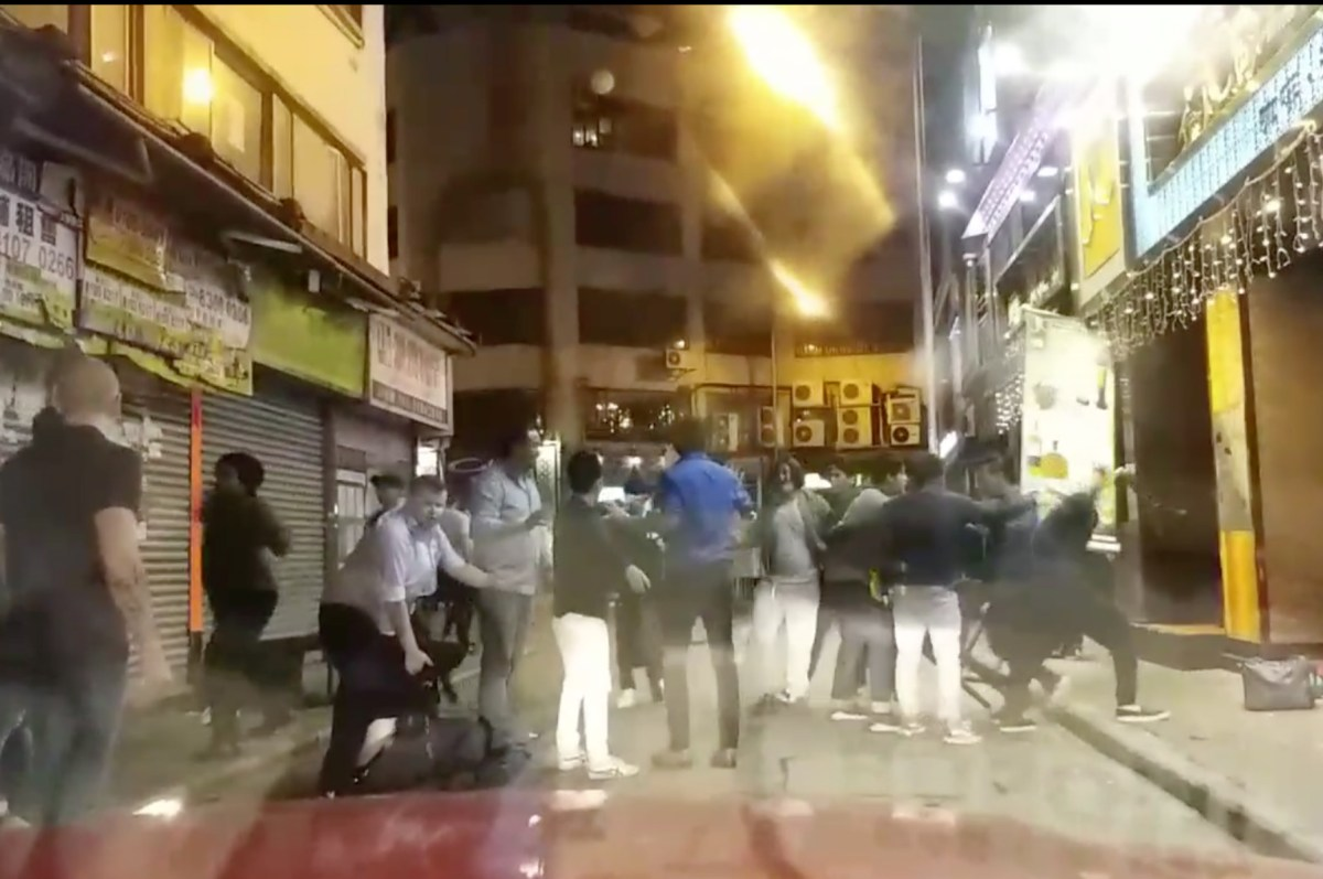A dozen of Nepalese had a fight in Tsim Sha Tsui on Saturday. Photo: Facebook