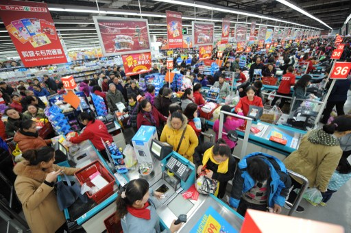 Chinese customers queue up for checkout at a supermarket in Taiyuan city, north China's Shanxi province.