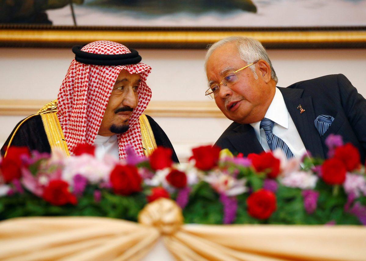 Saudi Arabia's King Salman speaks with Malaysia's Prime Minister Najib Razak during a Memorandum of Understanding signing ceremony in Putrajaya, Malaysia February 27, 2017. REUTERS/Edgar Su