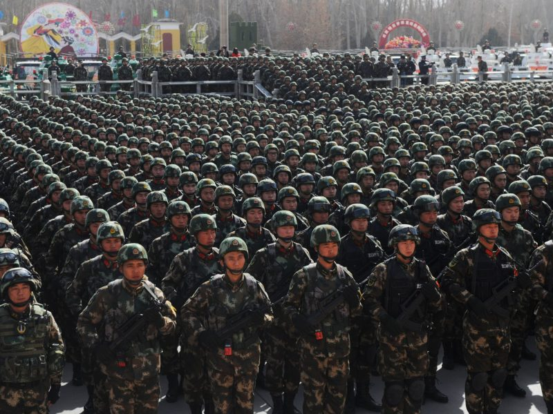 Paramilitary policemen stand in formation as they take part in an anti-terrorism oath-taking rally, in Kashgar, Xinjiang Uighur Autonomous Region, China, February 27, 2017. Photo: Reuters.
