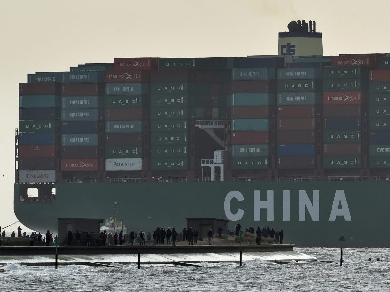 Onlookers watch from a harbour wall as the largest container ship in world, CSCL Globe, docks during its maiden voyage, at the port of Felixstowe in south east England, January 7, 2015.  Photo: Reuters/Toby Melville/File Photo