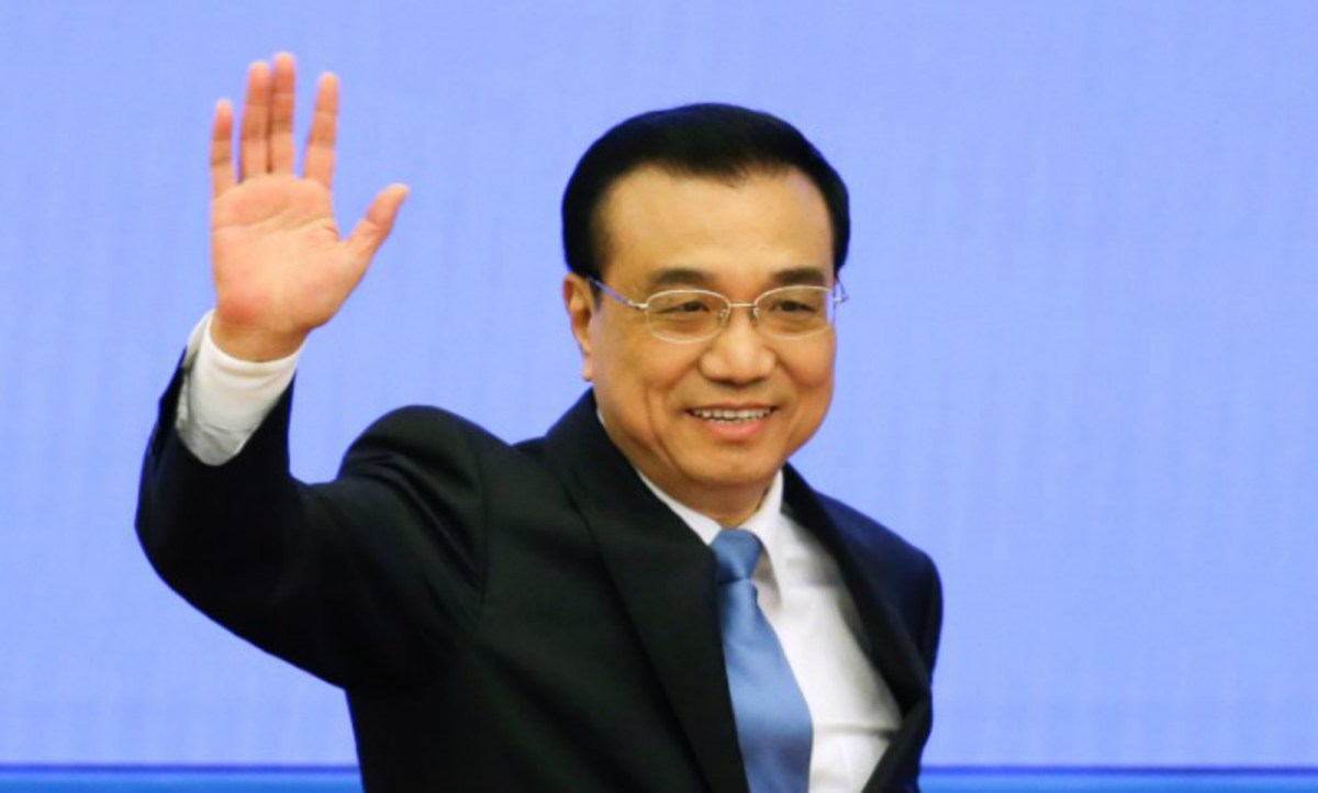China's Premier Li Keqiang waves as he arrives for a news conference after the closing ceremony of China's National People's Congress (NPC) at the Great Hall of the People in Beijing, China, March 15, 2017. Reuters/Jason Lee