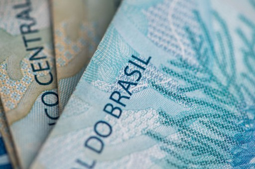 Several 100-real banknotes. Photo:DPA, Lukas Schulze