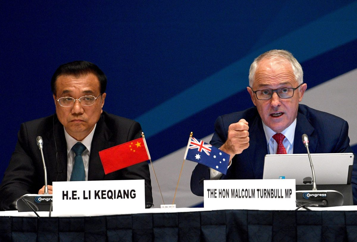 Australia's Prime Minister Malcolm Turnbull talks as he sits next to Chinese Premier Li Keqiang. Photo: Reuters, Dan Himbrechts