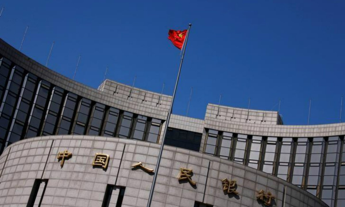 A Chinese national flag flutters outside the headquarters of the People's Bank of China, the Chinese central bank, in Beijing.Photo: Reuters/Petar Kujundzic