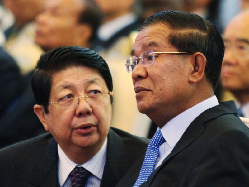 Sok An (left), Hun Sen's top deputy in his long ruling Cambodian People's Party-led government, died of ill-health on Wednesday. Reuters / Samrang Pring