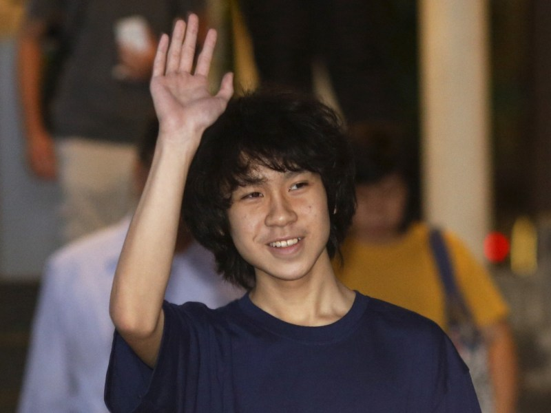 Singaporean dissident Amos Yee waves as he leaves court after his trial on May 12, 2015. Reuters/Edgar Su