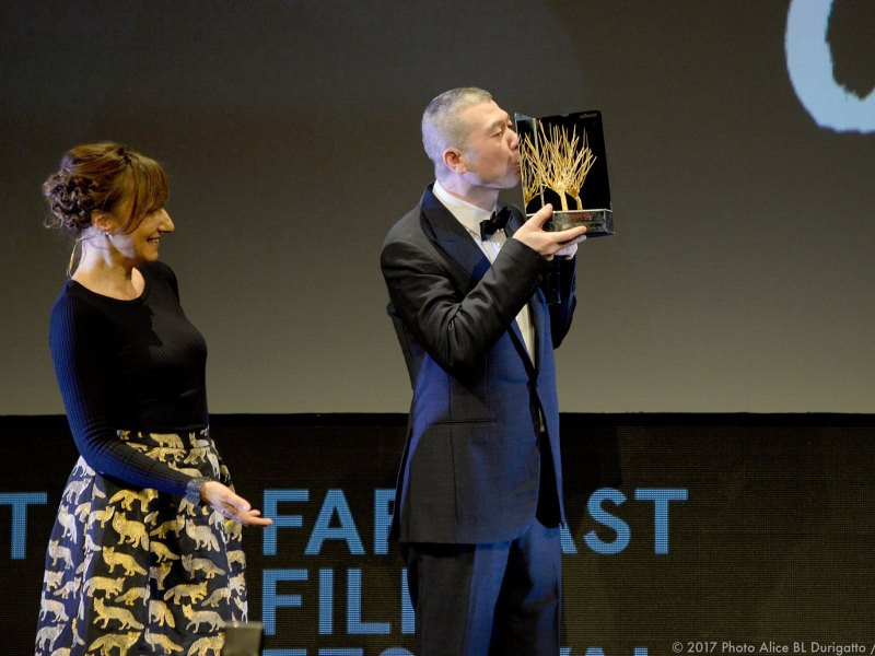 Feng Xiaogang receives his Golden Mulberry lifetime achievement award at the Far East Film Festival 2017 on April 25 in Udine, Italy. Photo: FEFF