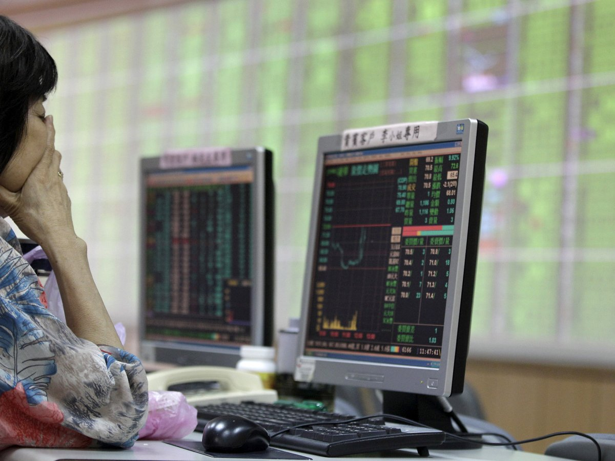 A woman monitors stock market prices inside a brokerage in New Taipei city, Taiwan, August 24, 2015.  Reuters/Pichi Chuang/file photo