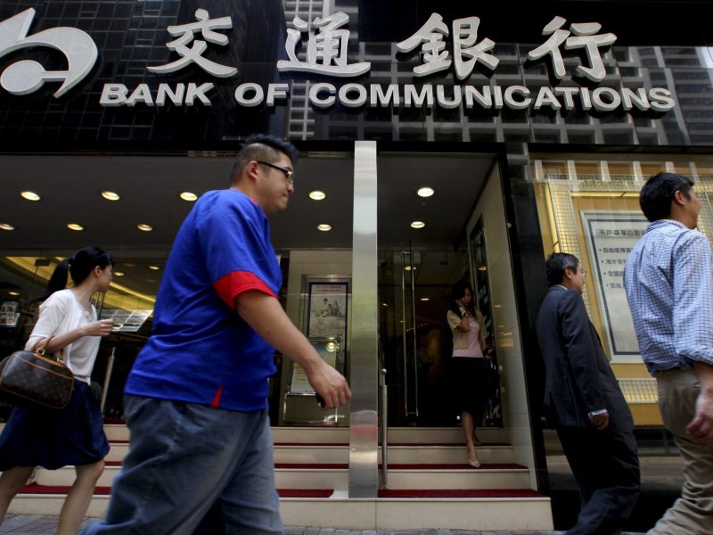 People walk past the Bank of Communications at its central branch in the financial district of Hong Kong August 19, 2009. Photo: Reuters/Aaron