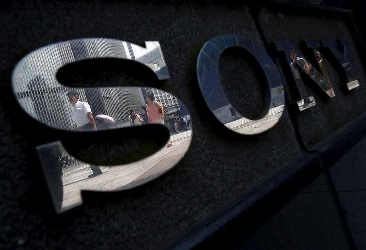 Pedestrians are reflected in a logo of Sony Corp outside its showroom in Tokyo, Japan, June 23, 2015. Photo: Reuters / Yuya Shino
