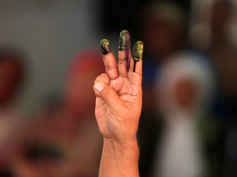 A man shows his fingers after casting his vote in the governor election in Jakarta, Indonesia April 19, 2017. Photo: Reuters/Beawiharta
