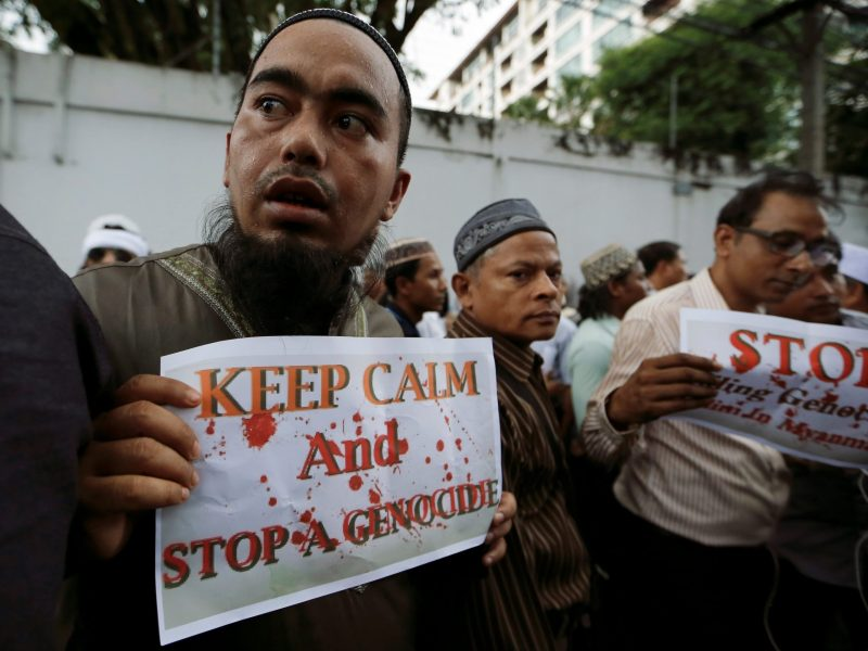 Muslims protest against what they say is Myanmar's crackdown on ethnic Rohingya Muslims, outside the Myanmar embassy in Bangkok, Thailand November 25, 2016. Photo: Reuters/Jorge Silva