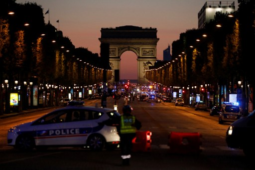 Police officers block the access to the Champs Elysees in Paris after a shooting on April 20, 2017. Photo: AFP, Ludovic Marin