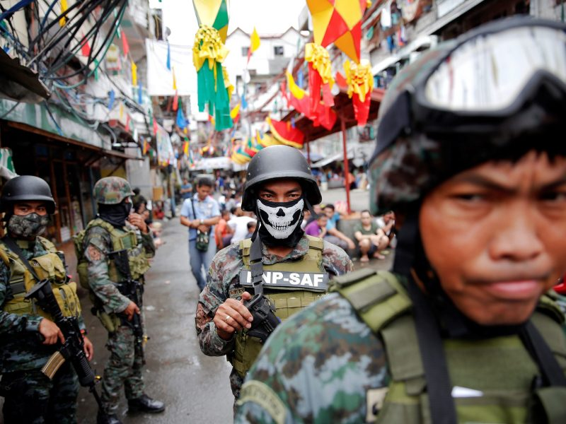 Armed security forces take part in a drug raid in Manila  on October 7, 2016. Photo: Reuters/Damir Sagolj
