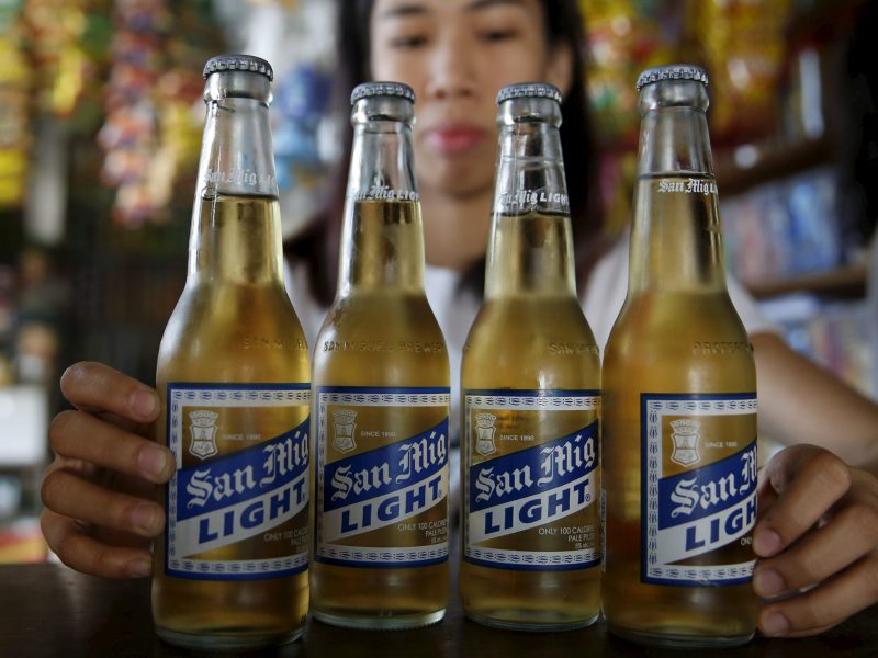 A storekeeper displays San Mig Light beer, a product of San Miguel brewery. Photo: Reuters/ Erik de Castro