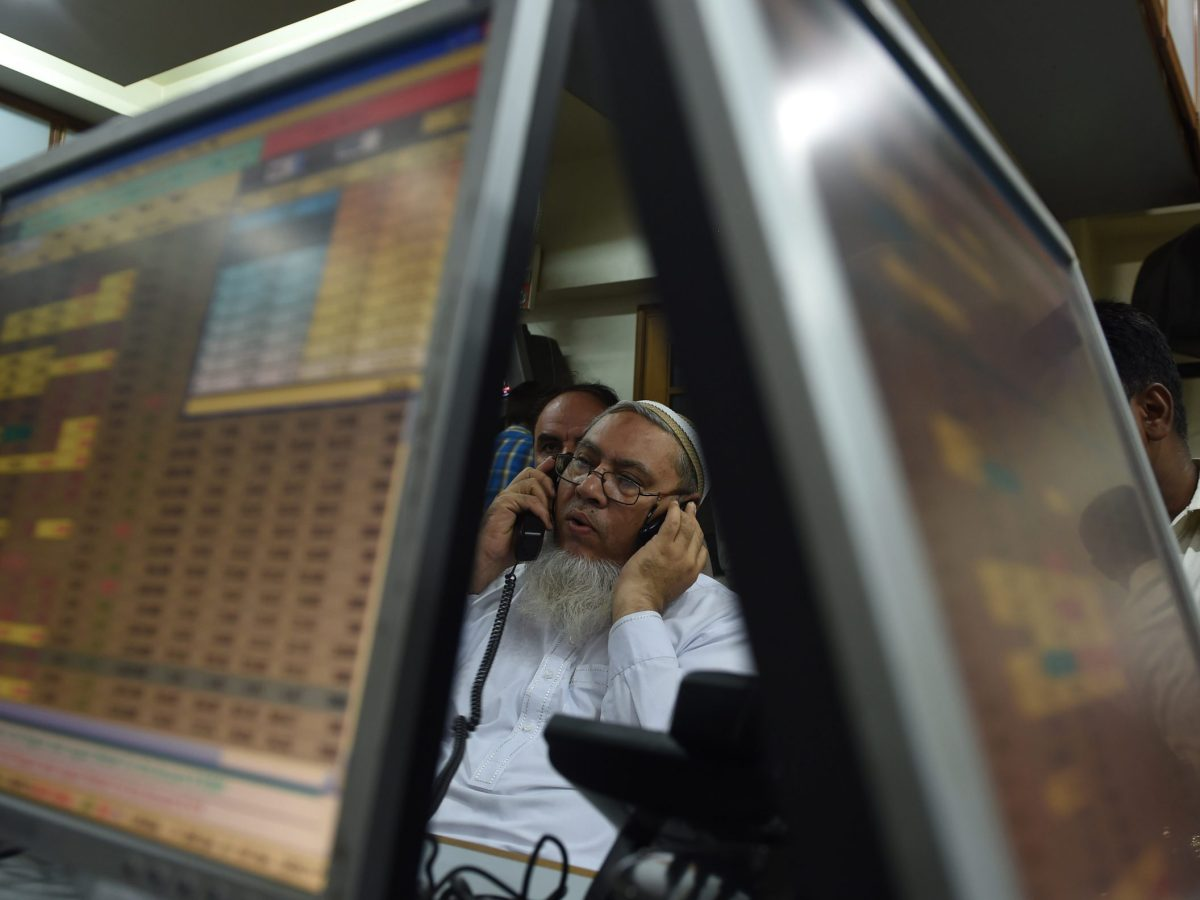 A Pakistani stockbroker talks on the phone during a trading session at the Pakistan Stock Exchange (PSE) in Karachi on May 8, 2017. Photo: AFP / Asif Hassan
