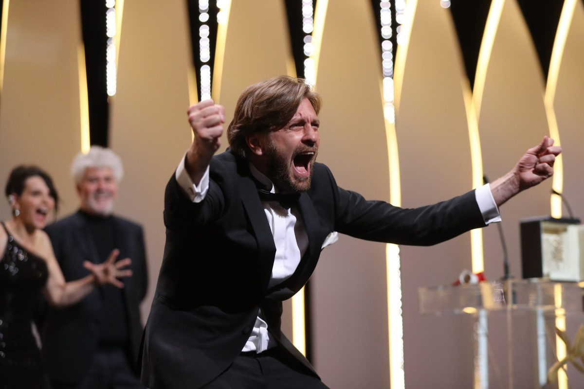 Swedish director Ruben Ostlund asks the audience to roar after he was awarded with the Palme d'Or for the film 'The Square' on May 28, 2017 during the closing ceremony of the 70th edition of the Cannes Film Festival in Cannes, southern France.  Photo: AFP/Valery Hache
