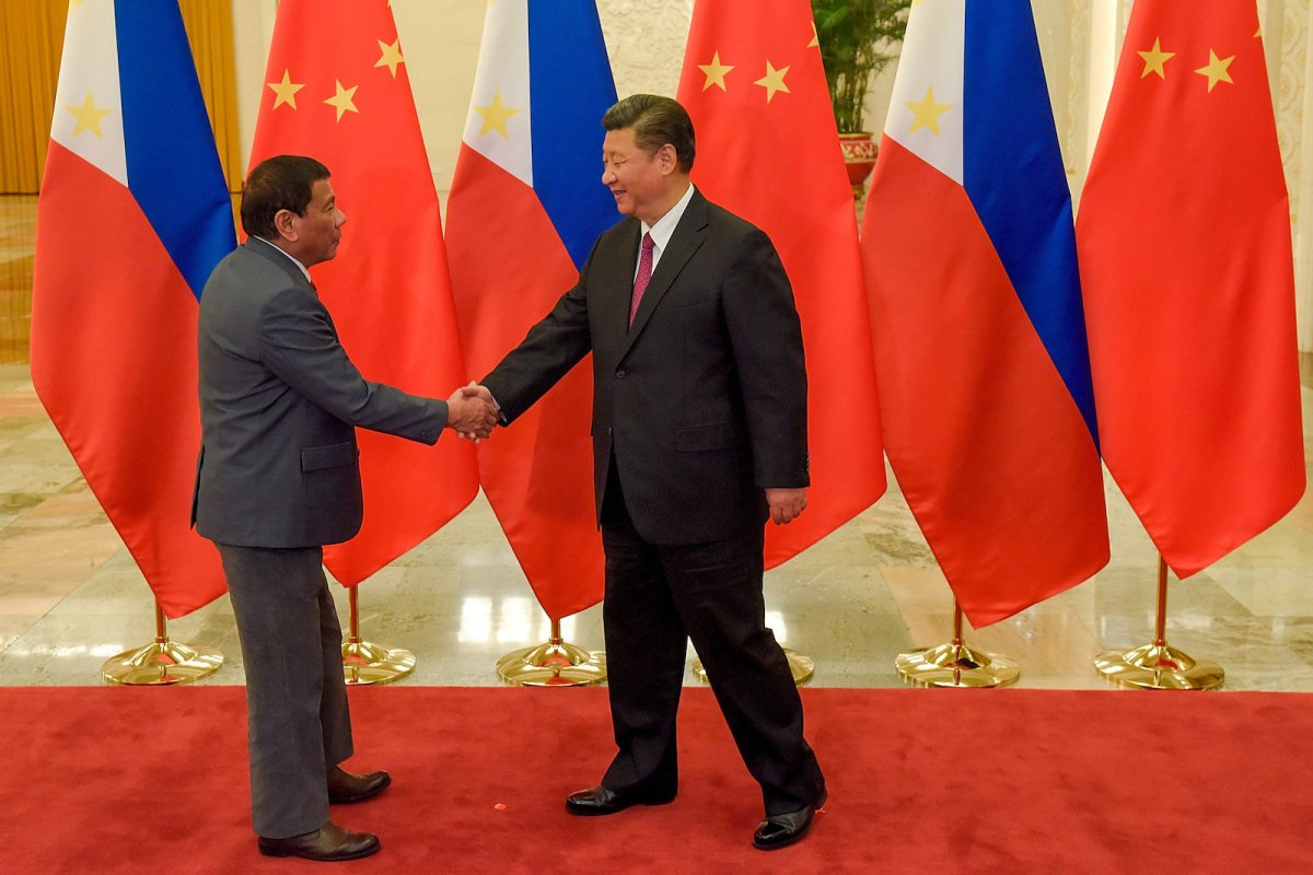 Philippine President Rodrigo Duterte and Chinese President Xi Jinping shake hands before a bilateral meeting during the Belt and Road Forum in Beijing on May 15, 2017. Photo: Reuters/Etienne Oliveau/Pool