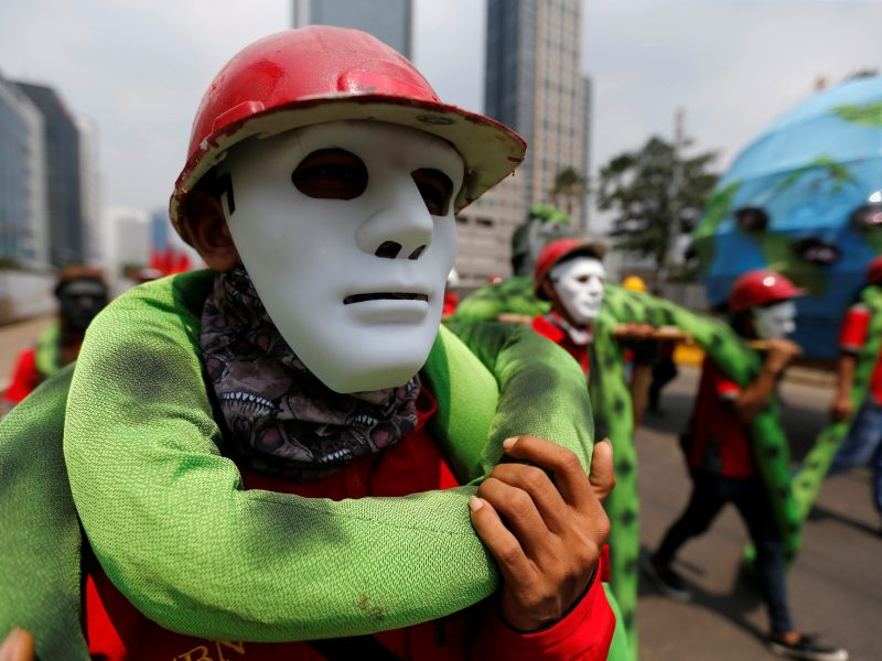 Indonesian workers wear masks as they march during a May Day rally in Jakarta, Indonesia, May 1, 2017. Photo: Reuters/Beawiharta