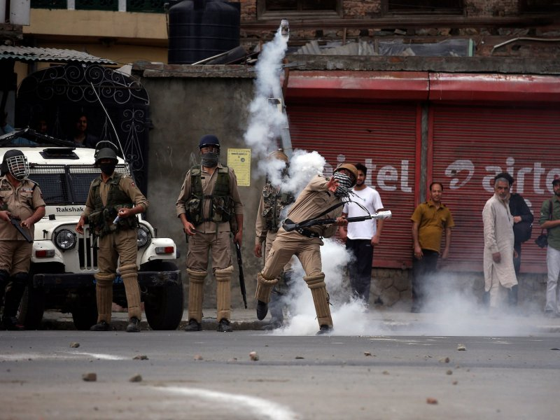 A policeman hurls a tear gas canister toward demonstrators in Srinagar, Jammu & Kashmir, on May 12, 2017. Photo: Reuters/Danish Ismail
