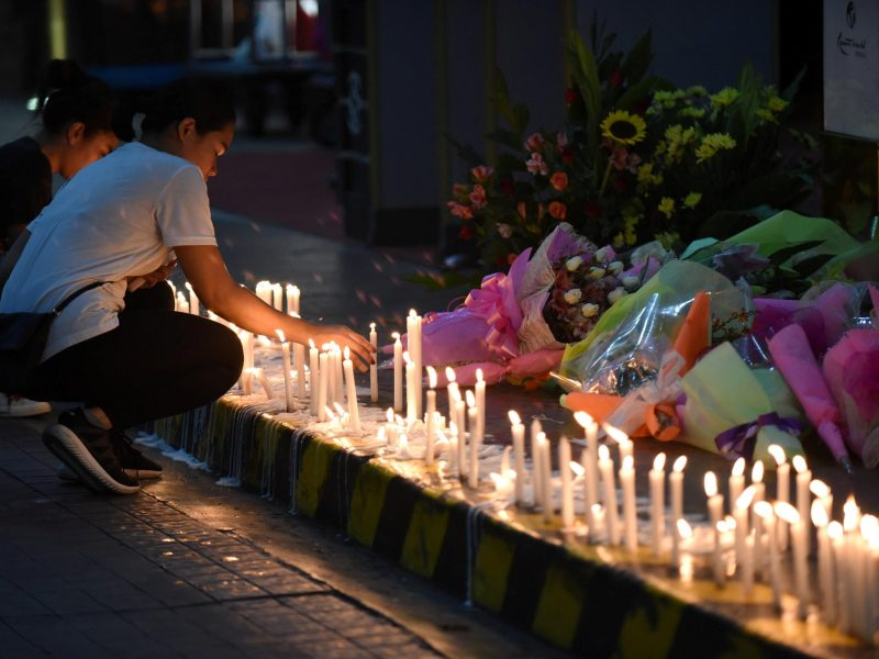 Employees light candles during a memorial for those killed in a casino fire caused by a gunman at Resorts World in Pasay City, Metro Manila, Philippines June 2, 2017. Image: Reuters