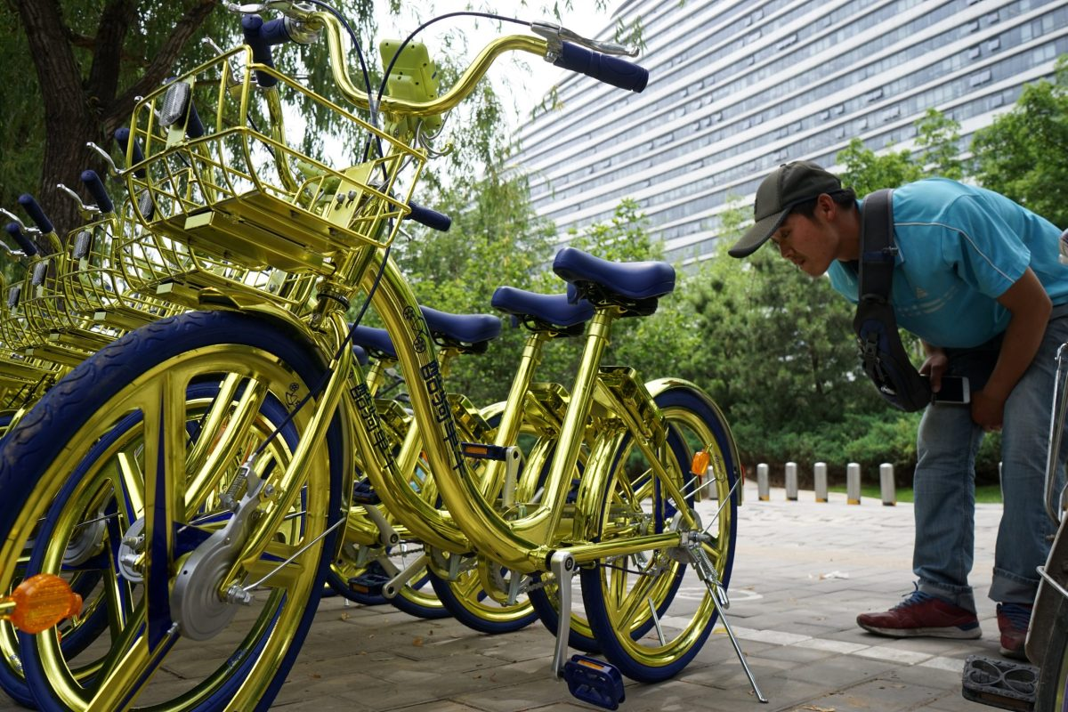 The bike-sharing firm Coolqi Bike worked with Haier Wireless to launch a fleet of golden bicycles earlier this month. Photo: Reuters
