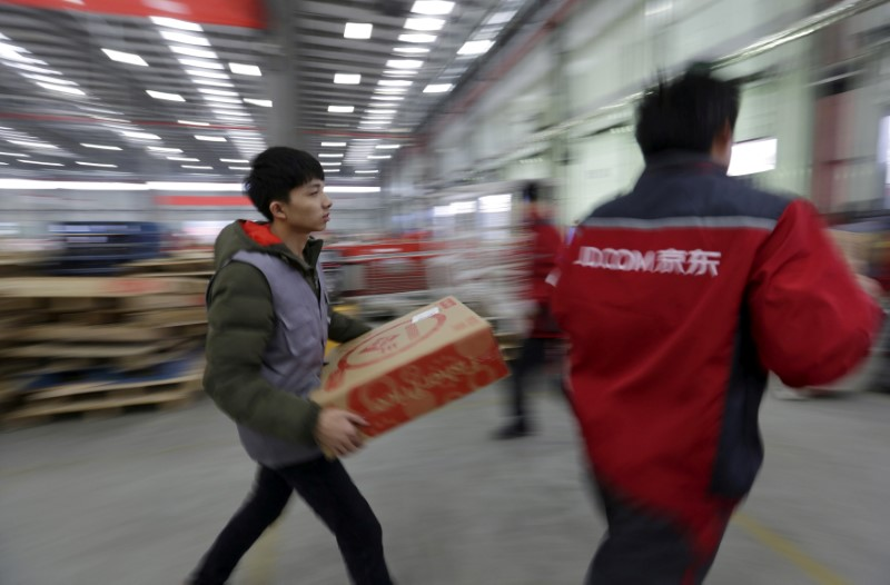 Employees work at a JD.com logistic centre in Langfang, Hebei province. Photo: Reuters/Jason Lee