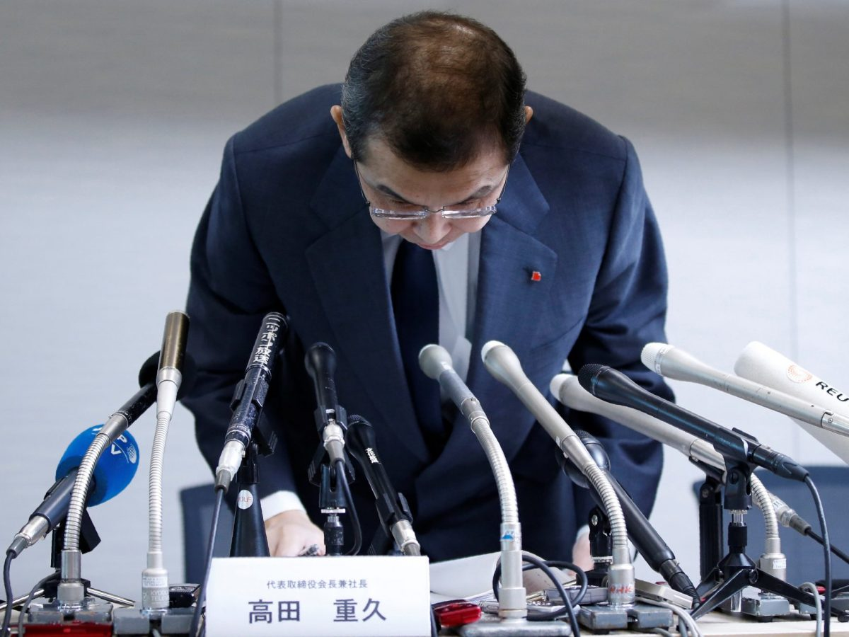 Takata Chairman and CEO Shigehisa Takada bows as he leaves a news conference on June 27, 2017, after the company's decision to file for bankruptcy protection. Photo: Reuters / Toru Hanai