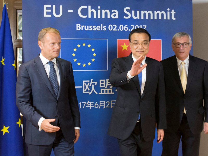 Left to right: European Council President Donald Tusk, Chinese Premier Li Keqiang and EU Commission President Jean-Claude Juncker meet at the EU-China Summit in Brussels on June 2, 2017.  Photo: Reuters/Olivier Hoslet/Pool