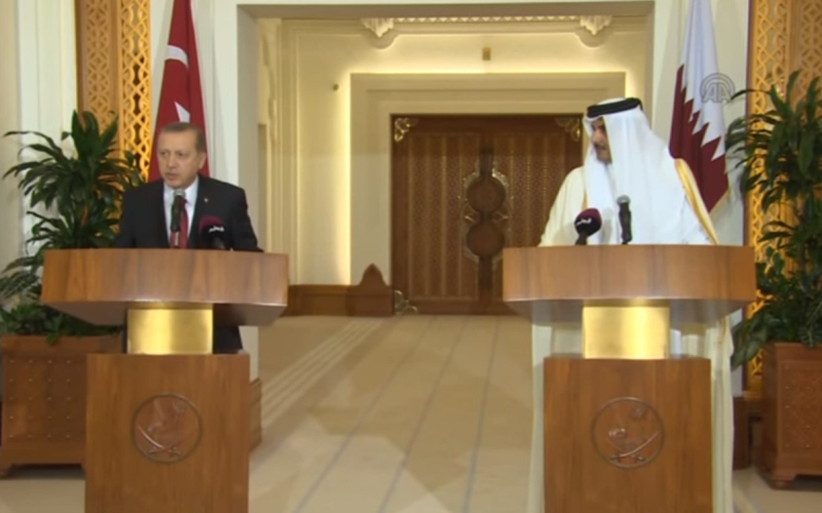 Turkish President Recep Erdogan and Qatar's Emir Sheikh Tamim bin Hamad Al Thani hold a press conference in Doha, Qatar on December 02, 2015.  Source: Youtube screen grab of footage by Stringer / Anadolu Agency