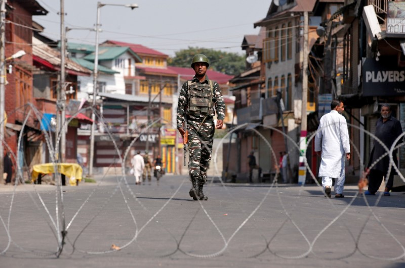 An Indian policeman patrols in downtown Srinagar on July 7, 2017. Photo: Reuters / Danish  Ismail