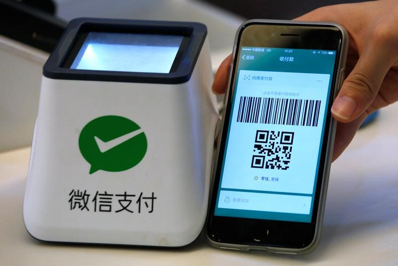 A WeChat Pay system is demonstrated at a canteen  in Guangzhou, China, May 9, 2017. Photo: Reuters/Bobby Yip