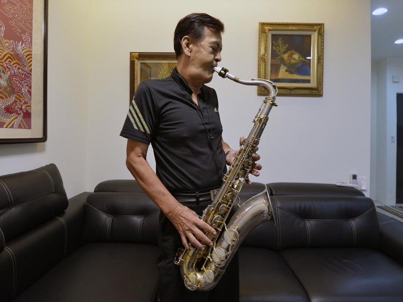 Taiwan musician and former political prisoner Chen Shen-ching plays the saxophone during an interview in New Taipei City. Taiwan commemorated the 30th Anniversary of lifting martial law on July 15, 2017. Photo: AFP/Sam Yeh