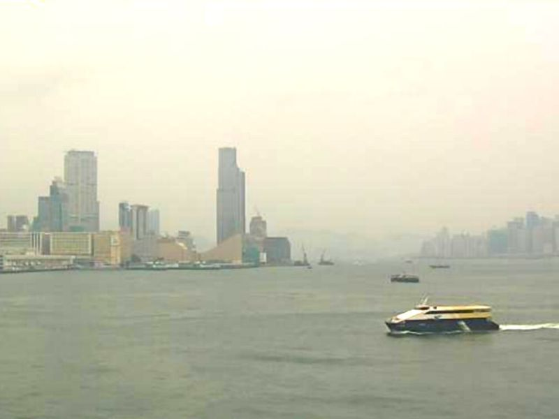 People were advised not to do outdoor exercises because of hot weather and air pollution. Photo: Hong Kong Observatory